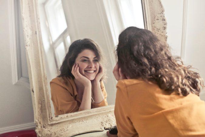 Frauen Spiegelbild